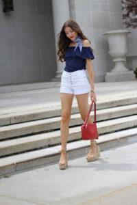 4 Ways To Wear A Summer Skinny Scarf
